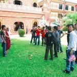 Монахи позируют с туристами | Die Mönchen posieren mit Touristen