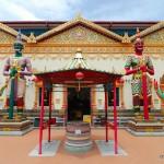 У входа в храм спящего Будды | Eingang zum  Wat Chayamangkalaram