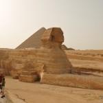 Туристы смотрят на  Сфинкса | Touristen schauen die Sphinx an